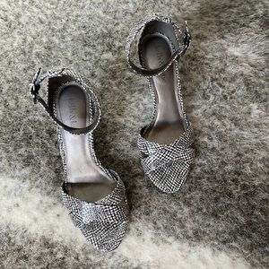 Kelly and Katie Strappy Ankle Sandal Sz. 6 GUC